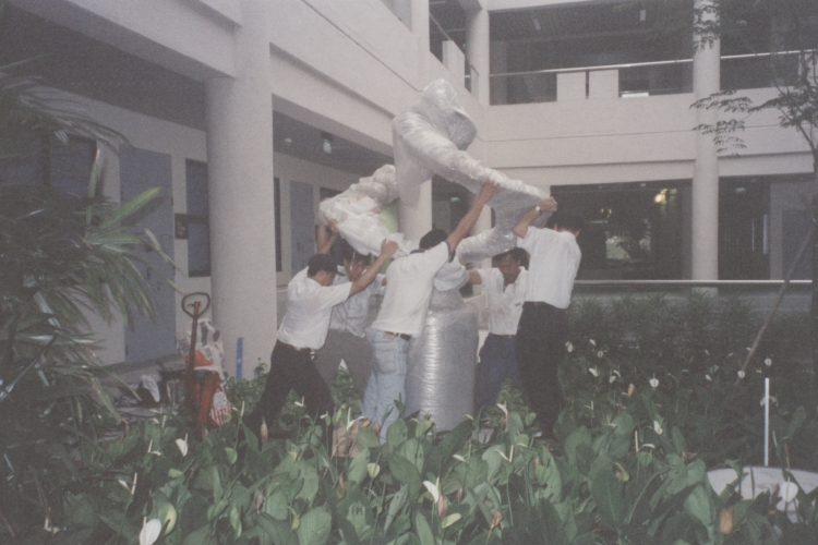 "1997: The fluid waves of the sculpture ""BC-AD"" by Singapore artist Sun Yu-Li symbolise the ever-changing nature of communication. Commissioned by the school, the sculpture was installed in May 1997. In August the same year, the faculty celebrated the graduation of the first class of undergraduate students who completed the school's four-year honours degree curriculum."