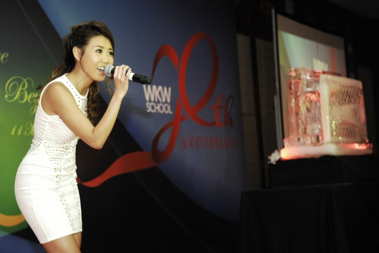 Tay — who made her debut singing performance at a songwriting competition in her second year of university — performs as an alumnus at WKWSCI's 20th Anniversary Celebration Dinner. PHOTO COURTESY OF WKWSCI