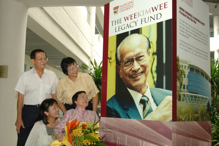 2006: Mrs Wee Kim Wee visits the school in 2007 to look at its facilities and talk to faculty members. On Dec. 5 the previous year, the school was officially renamed the Wee Kim Wee School of Communication and Information. At the time of its launch, the Wee Kim Wee Legacy Fund had already raised $27.3 million, exceeding its initial target of $25 million.