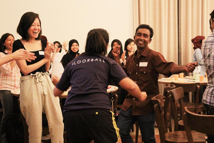 Singaporeans and migrant workers alike gather for an afternoon of fun, games and dining. PHOTO: LU YAWEN