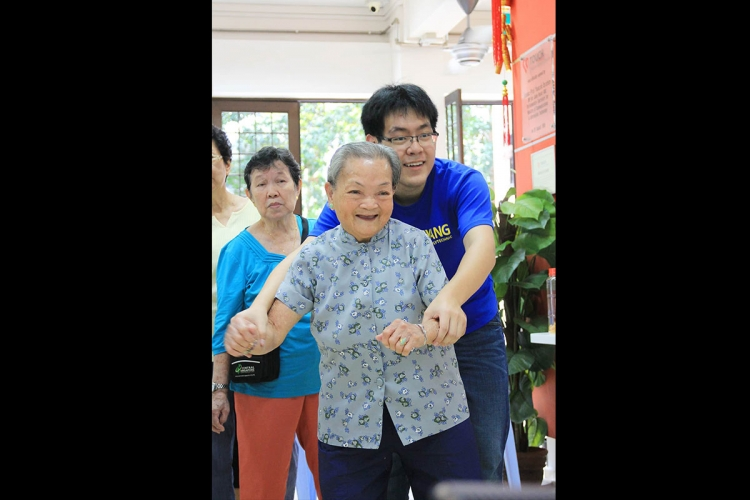 "Student volunteers are typically on site to guide the elderly play the various ""Exergames."" PHOTO: LU YAWEN"